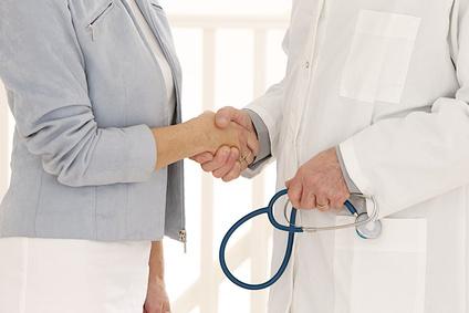 El alta en el mismo día luego de una angioplastia coronaria es cada vez más popular pero todavía no es regla
