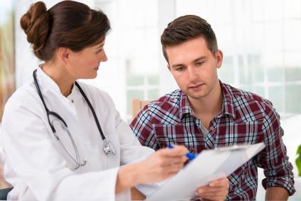 ¿Es seguro dar el alta el mismo día luego de una angioplastia?