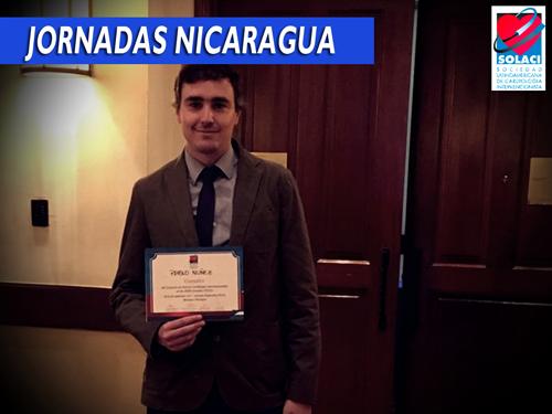 El Dr. Pablo Nuñez recibe su diploma como ganador del Concurso de Jóvenes Cardiólogs